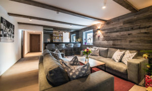 Bar area with snug in foreground at Chalet 47