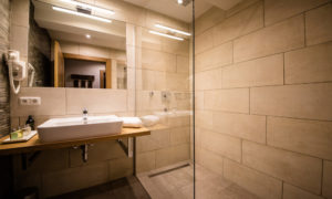 Chalet 53 Ensuite Bathroom
