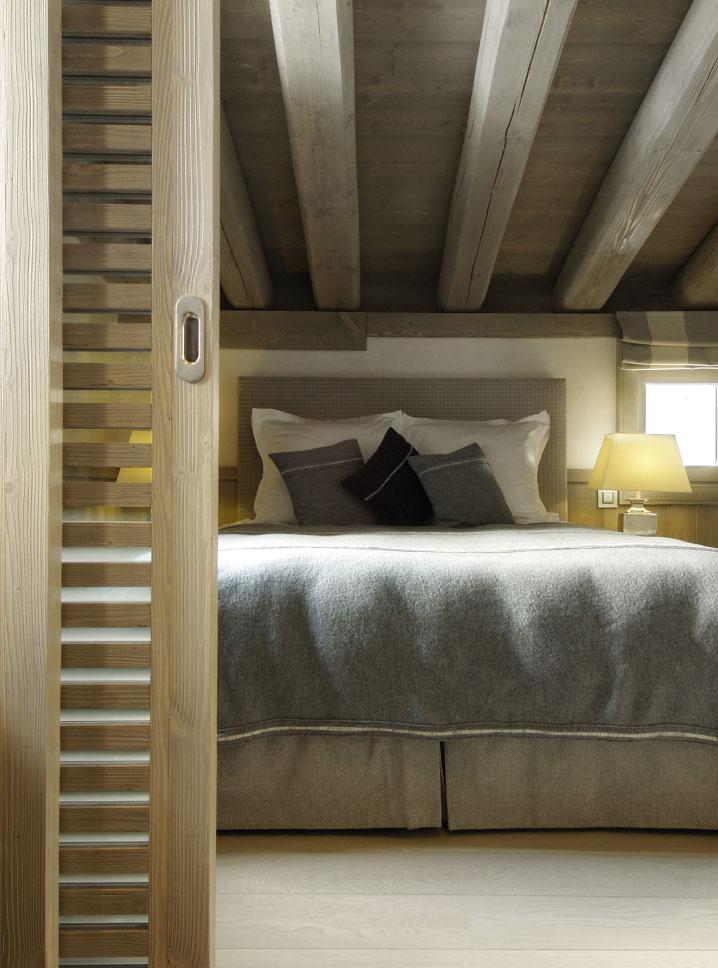 Chalet Black Pearl Bedroom