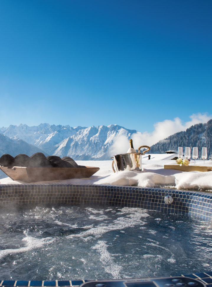 Outdoor hot tub in Verbier at Chalet Chouqui