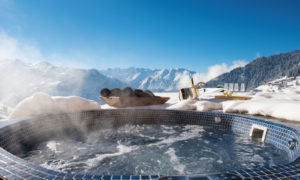 Outdoor hot tub in Verbier