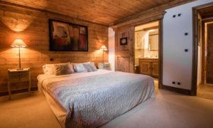 Luxury ski chalet in Courchevel 1850 guest bedroom