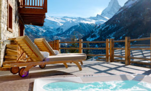 Outdoor hot tub at luxury ski chalet in Zermatt - Chalet Maurice