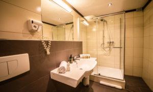 Chalet Montfort Ensuite Bathroom