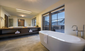 Chalet Kanzi Bathroom with view of mountains