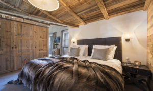 Bedroom at Chalet Kanzi in Chalet Eden Rock, St Anton
