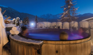 Outdoor hot tub at No. 14 Verbier