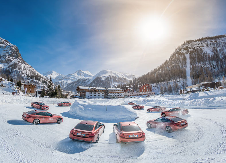Ice Driving in Val d'Isère - cars in a circle on the ice