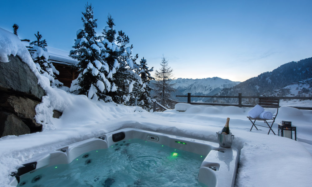 Outdoor hot tub at Chalet Rock, Verbier