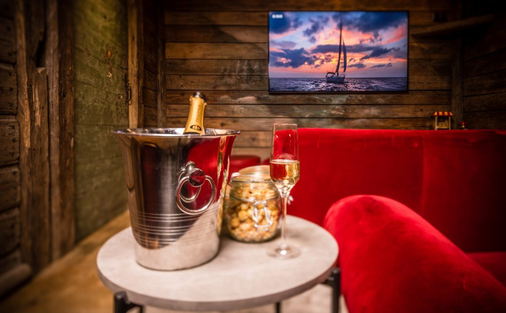 Chalet Montana, cinema snug with champagne